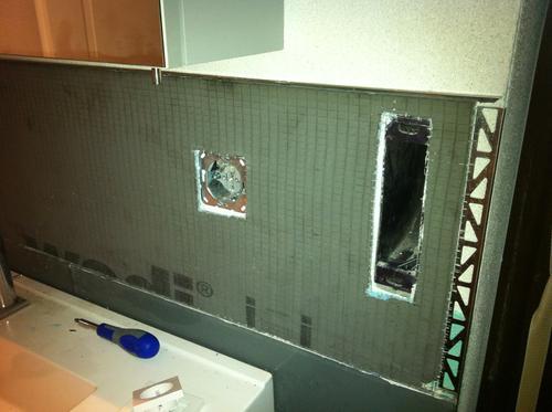 Glass Front Cabinet Doors Ikea ~ Zuerst wird die Platte geschnitten und an die Wand mit einem